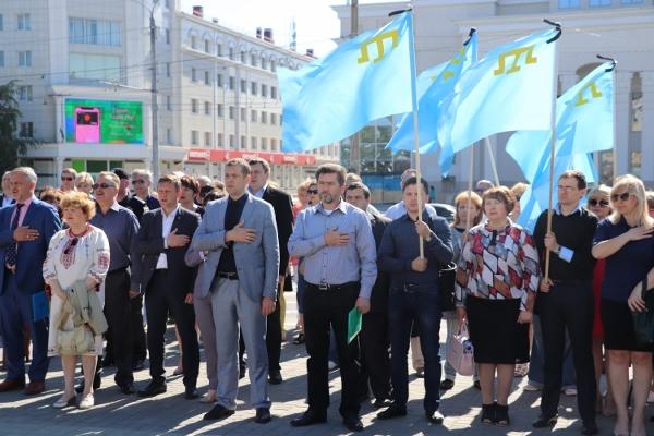 У Херсоні розгорнули величезний кримськотатарський прапор (Фото)