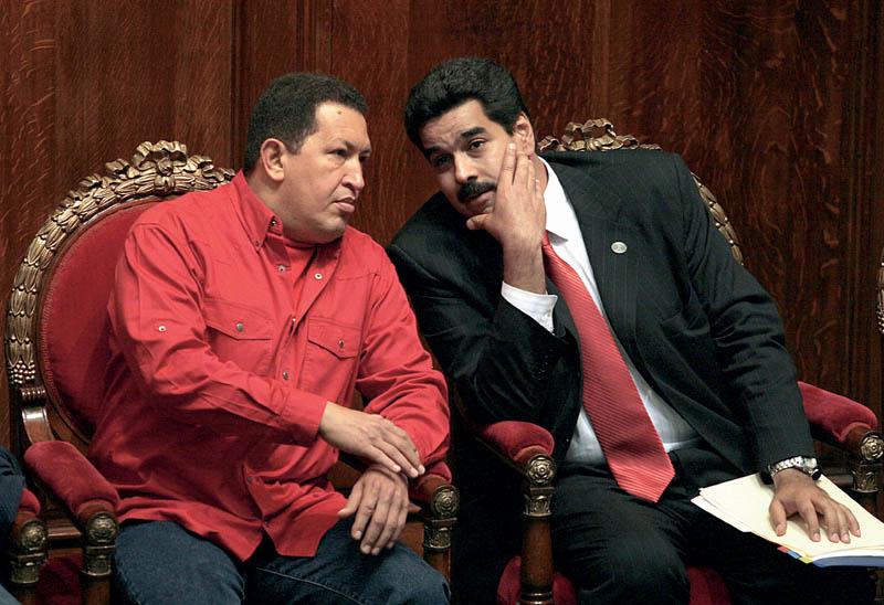 Уго Чавес (ліворуч) і Ніколас Мадуро