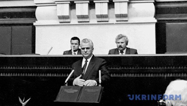 На сесії Верховної Ради Леонід Кравчук прийняв присягу Президента України на вірність народу України. Із фондів Укрінформу.