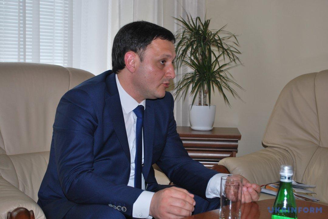 Украина готовит предложения для ЕС и США относительно усиления санкций против РФ, - зампредставителя Президента в АРК Гданов 01