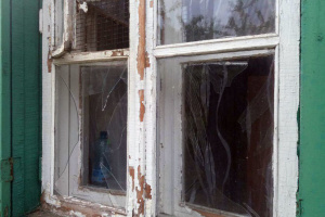 Окупанти обстріляли мирне село на Луганщині: сильно пошкоджені три будинки