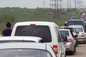 В пунктах пропуска на Донбассе застряли 330 авто