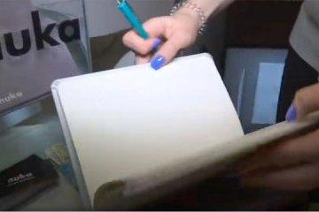 基辅中学生发明永久笔记本和铅笔