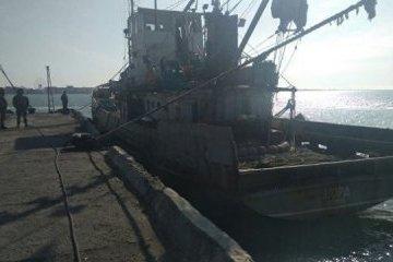 Les garde-frontières russes détiennent un navire de pêche ukrainien près des côtes de Crimée