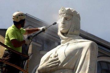 基辅市奥尔加大公夫人雕像焕然一新