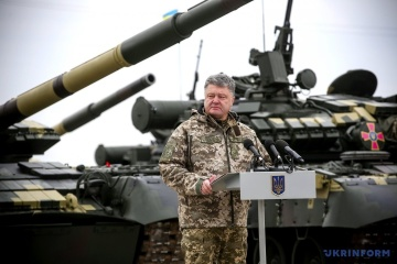 Russia moves over 1,000 tanks, artillery systems to border with Ukraine - Poroshenko