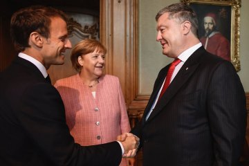 Poroshenko reveals details of his talks with Merkel and Macron