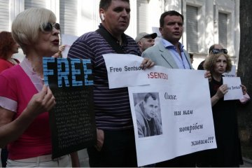 Free Sentsov: Activists picket Consulate General of Russia in Kharkiv. Photos