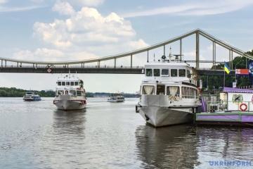 Le président signe la loi sur le transport fluvial