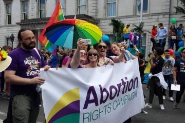 У Північній Ірландії дозволили аборти й одностатеві шлюби