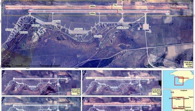 Les occupants russes construisent une nouvelle piste de décollage dans un aéroport militaire en Crimée
