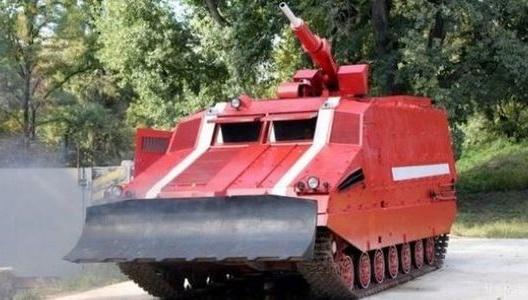 Гасити торфовища на військовому полігоні під Харковом допомагає танк