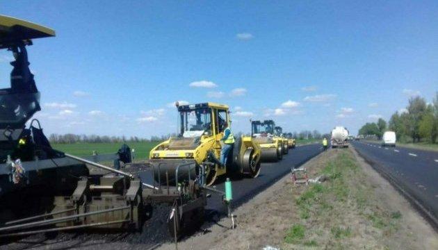 Дорогу Н-08 Дніпро — Запоріжжя ремонтують у три зміни