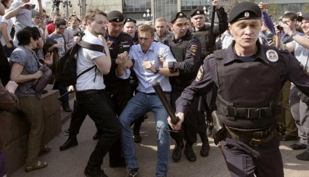 Мітинги проти Путіна. ЗМІ заявляють про тисячу затриманих
