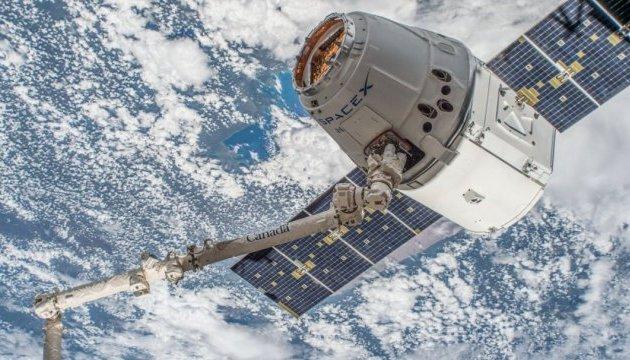 Космический корабль Dragon компании SpaceX успешно приводнился в Тихом океане