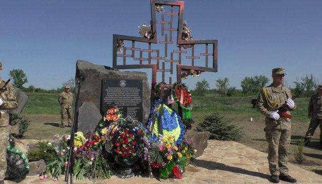 На Луганщині відкрили пам'ятний знак загиблим воїнам