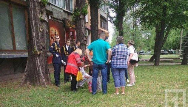 На параді у Кривому Розі четверо ліцеїстів втратили свідомість