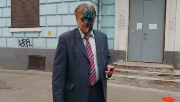 В Киеве российского дипломата облили фекалиями и зеленкой — СМИ