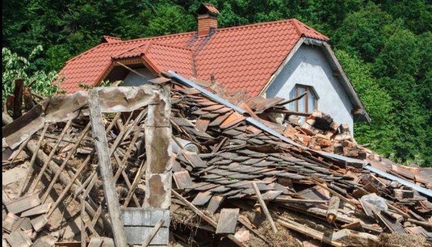 Зсув грунту на Закарпатті зруйнував три будинки
