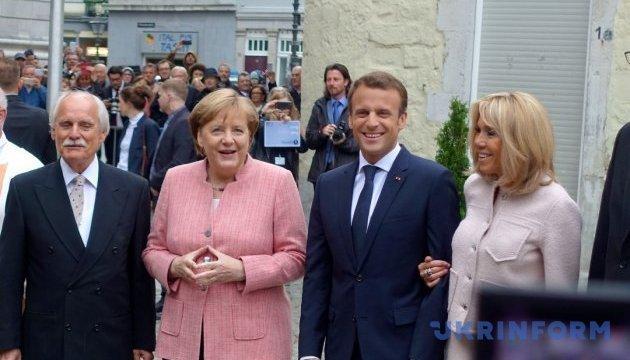 Merkel verspricht, sich weiter um Wiederherstellung der Souveränität der Ukraine zu bemühen