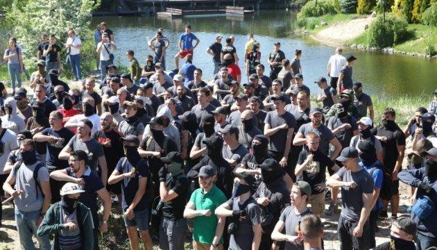 Националисты пикетируют дом Левочкина, произошли столкновения