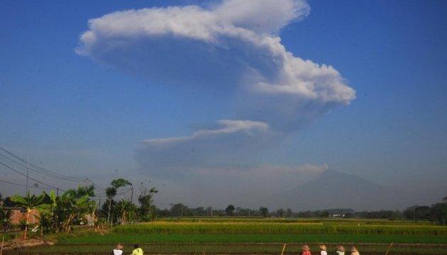 На острові Ява через виверження вулкана евакуюють людей