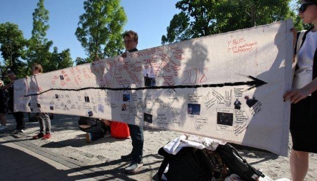Kyiv realiza un flashmob dedicado al cuarto aniversario de la detención de Oleg Sentsov