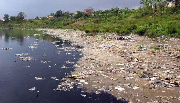 Возле Херсона через горы мусора загрязняется Днепр - активисты