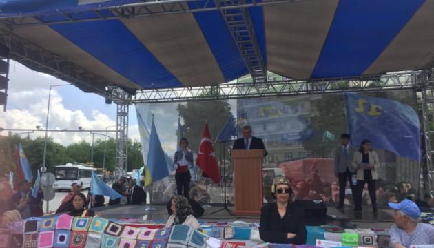 На крымскотатарском митинге в Анкаре зачитали обращение Климкина