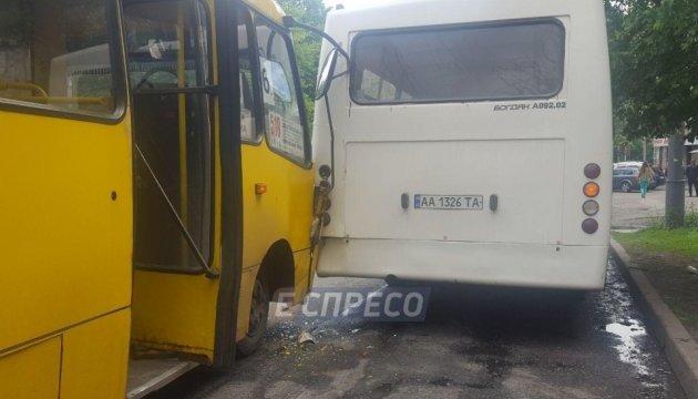У Києві зіткнулися дві маршрутки