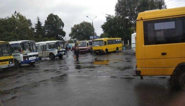 Чернівецькі маршрутники оголосили страйк