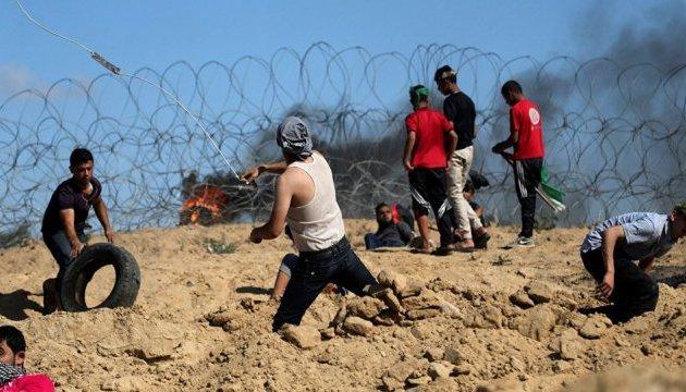 В секторе Газа снова столкновения: в силовиков летели шины, камни и канистры