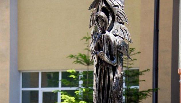 Кузнецы подарили Ивано-Франковску ангела-хранителя