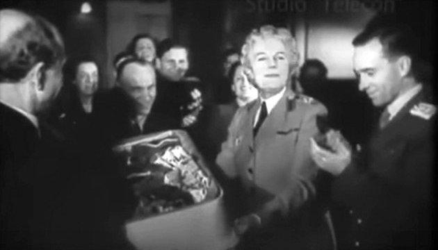 Вишиванки – для дружини Черчилля і британського посла
