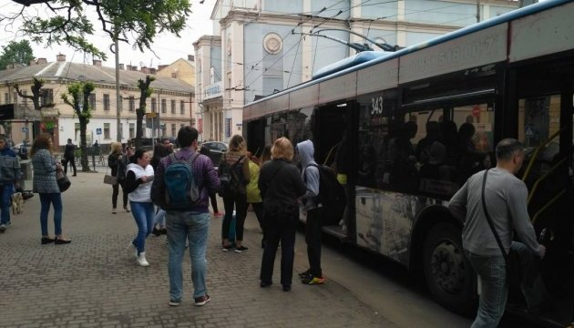 В Черновцах из-за забастовки маршруток отозвали из выходных водителей троллейбусов