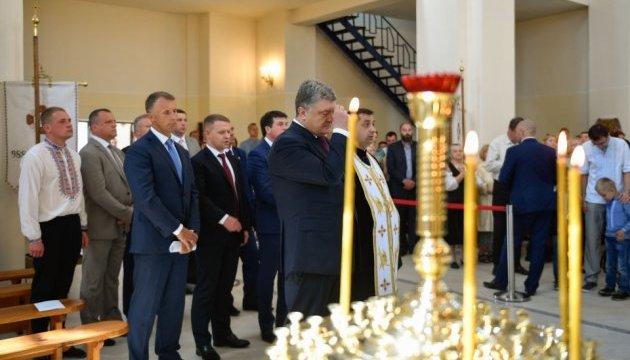 Порошенко помолився за мир і єдність в Україні