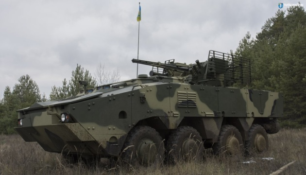 Armee bekommt 7 Transportpanzer BTR-4 aus neuem Panzerstahl