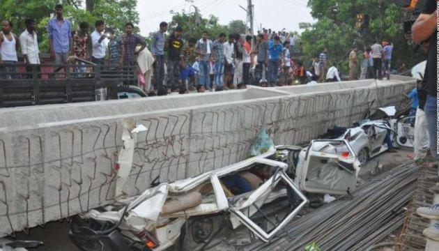 В Індії обвалився міст, 15 загиблих
