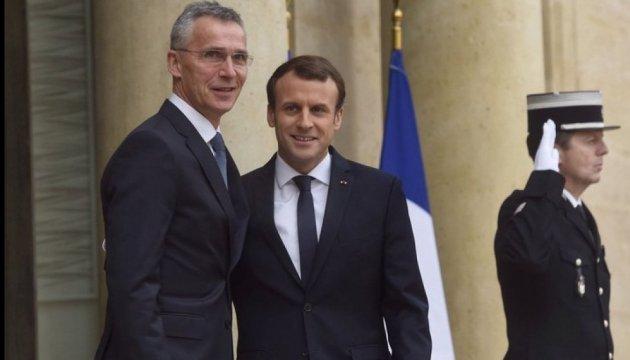 Macron y Stoltenberg discuten la situación de seguridad en Ucrania