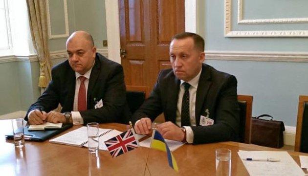 Consultations politiques et militaires ukraino-britanniques à Londres