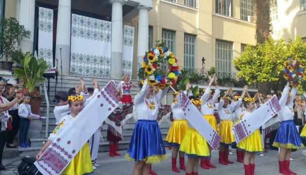 Українська громада в Афінах відзначила День матері святковими заходами