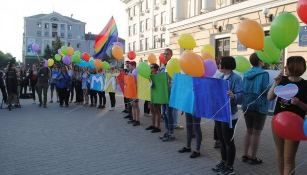 У Запоріжжі під час акції на підтримку ЛГБТ кинули петарду: є постраждалий