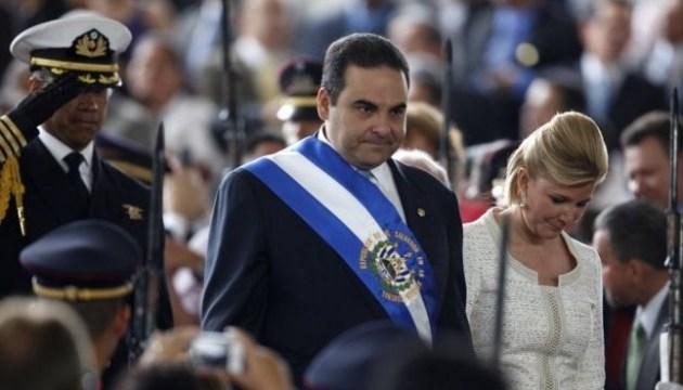 Екс-президента Сальвадору посадили на 10 років за відмивання грошей
