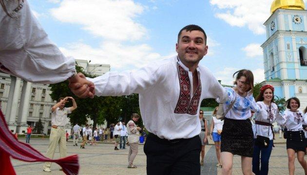 L'Ukraine célèbre la Journée de la vychyvanka, la chemise brodée traditionnelle (photos, vidéo)