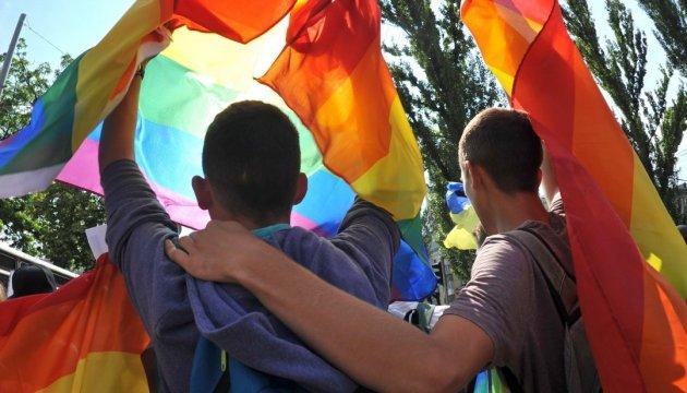 El 17 de mayo se celebra el Día Internacional contra la Homofobia, la Transfobia y la Bifobia