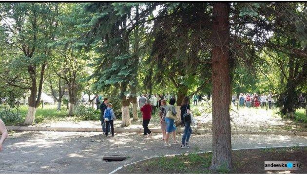 Terroristen schießen auf Schule in Switlodarsk, ein Zivilist verletzt - Fotos