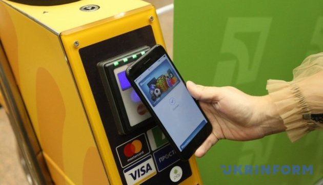 ПриватБанк підтвердив запуск Apple Pay в Україні