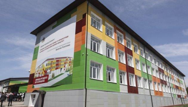 Порошенко відкрив опорну школу, відремонтовану за 90 мільйонів