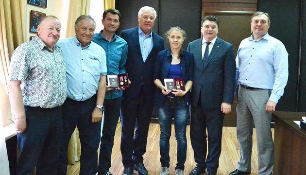 Ігор Жданов вручив біатлоністці Юлії Джимі орден
