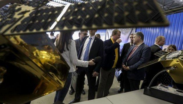 Порошенку показали 3D-принтер, який друкує елементи ракетних двигунів